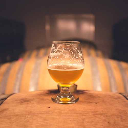 beer-glass-on-barrels